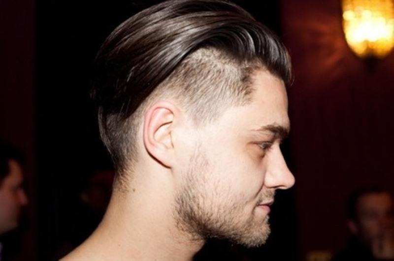 Фото мужской прически с выбритыми боками