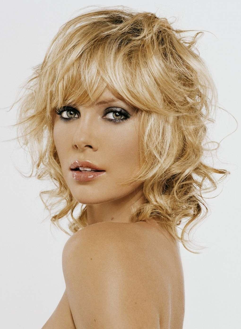 Вечерние прически на средние волосы всегда актуальны для современных женщин