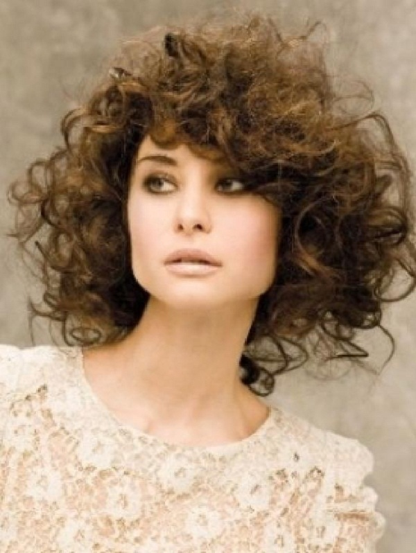 Прически с кудрями – тренд парикмахерской моды