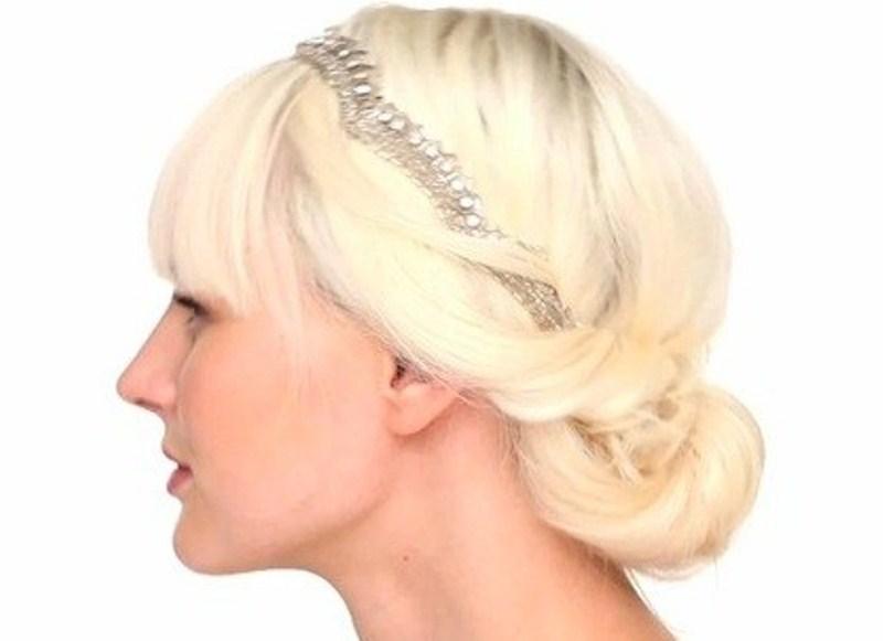Самые модные прически на средние волосы: прическа с повязкой с челкой